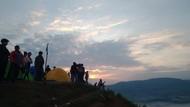 Potret Wisata di Atas Awan di Bukit Corong Tegal