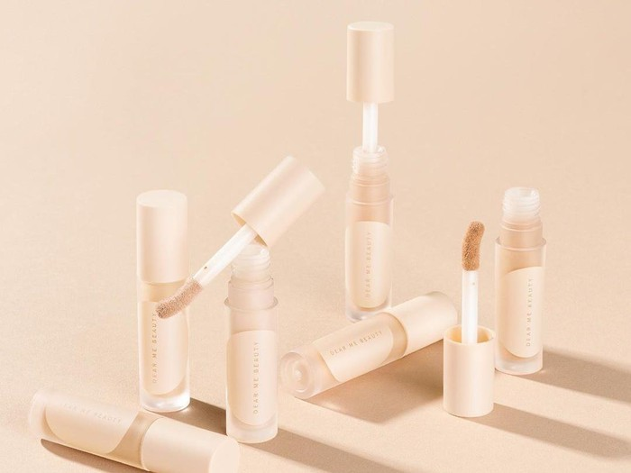 Produk concealer Dear Me Beauty.