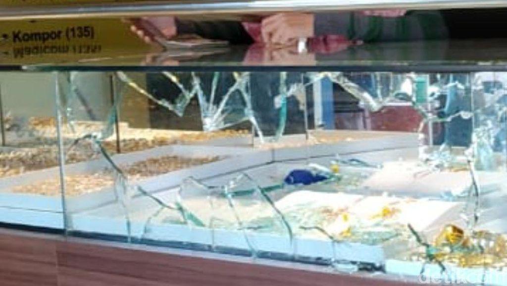 Video CCTV Aksi Perampokan Toko Emas di Blora