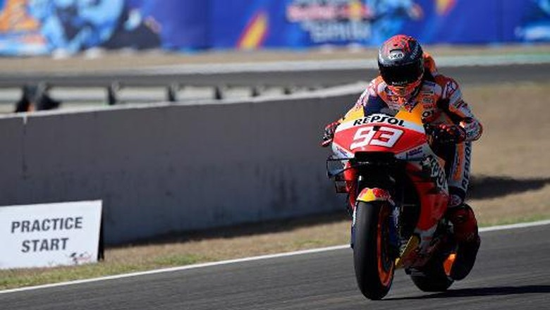 Repsol Honda Teams Spanish rider Marc Marquez takes part in the third MotoGP free practice session of the Andalucia Grand Prix at the Jerez race track in Jerez de la Frontera on July 25, 2020. (Photo by JAVIER SORIANO / AFP)