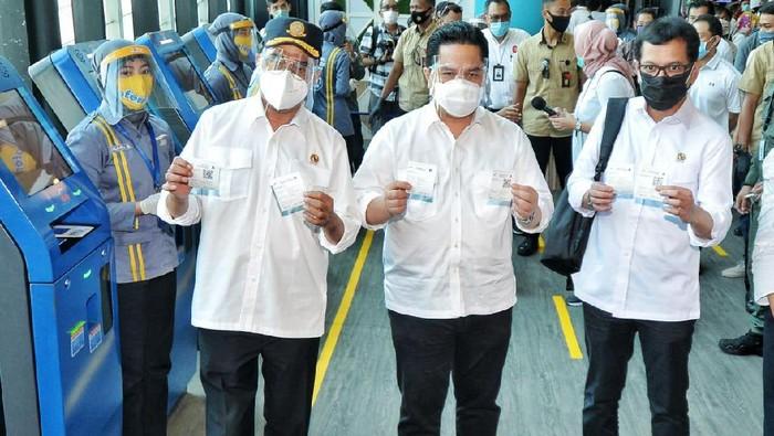 Menteri Perhubungan Budi Karya Sumadi resmikan layanan pembelian tiket kapal penyeberangan (ferry) secara online dari PT ASDP, melalui aplikasi bernama 'Ferizy' di Terminal Eksekutif Merak, Banten, pada Sabtu (25/7/2020).