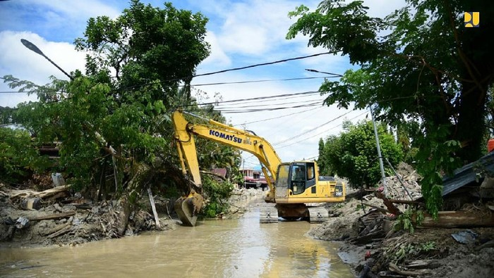 Penanganan bencana banjir bandang di Kabupaten Luwu terus dilakukan selama masa penetapan tanggap darurat oleh Pemerintah Daerah 14 Juli-12 Agustus 2020 hingga pascabencana.