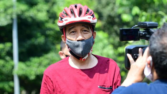 Presiden Jokowi sepedaan di Istana Bogor