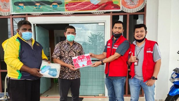 Telkomsel berkolaborasi dengan dua startup jebolan The NextDev, yakni Jahitin dan Kostoom, untuk menyediakan Alat Pelindung Diri (APD) untuk petugas medis dan masker kain bagi masyarakat.