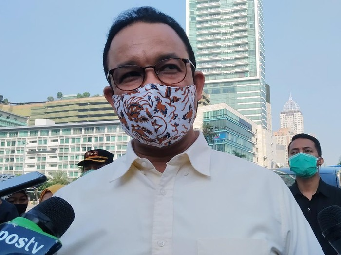 Gubernur DKI Jakarta Anies Baswedan di kawasan Bundaran H, Jakarta Pusat, Minggu (26/7/2020).