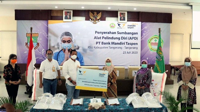7 Rumah sakit di Indonesia kembali mendapat bantuan APD. Bantuan ini diberikan agar para petugas kesehatan tenang dalam menjalankan tugasnya menangani pasien Corona.