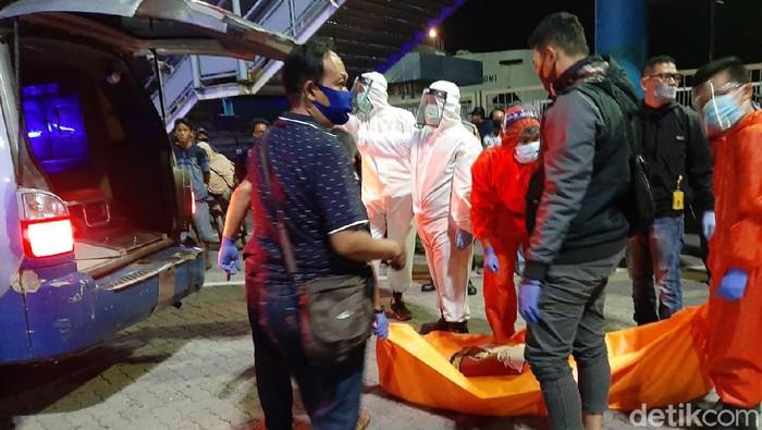 Dua orang ditemukan tewas tanpa busana di Pelabuhan Merak