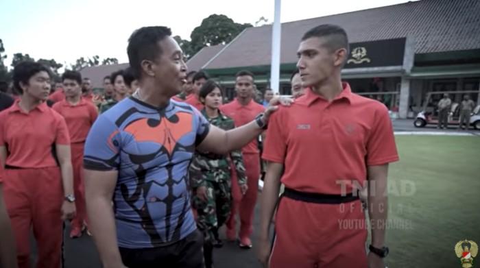 Enzo Zenz Allie dan KSAD Andika Perkasa (Youtube TNI AD)