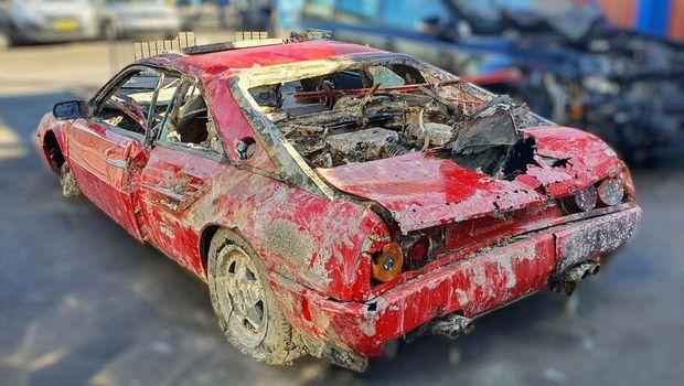 Ferrari ini ditemukan di dasar sungai setelah hilang selama 30 tahun