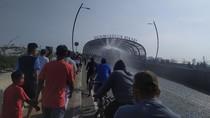 Flyover Summarecon Kota Bekasi Disemprot Disinfektan Usai CFD