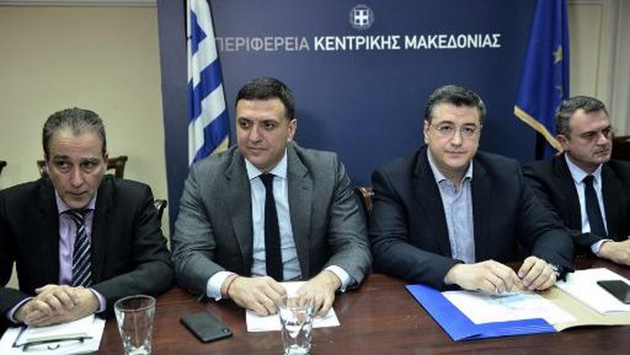 Greek Health Minister Vassilis Kikilias (2ndL), Governor of Central Macedonia region Apostolos Tzitzikostas (2ndR)  attends during a meeting in Thessaloniki, in the region of Central Macedonia,  on February 26, 2020. - Greece on Februray 26, 2020, reported its first coronavirus case, a woman who had recently travelled to northern Italy. (Photo by Sakis MITROLIDIS / AFP)
