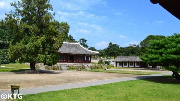 Oleh sebab itu, Kaesong juga menyimpan peninggalan Istana Manwoldae yang bersejarah. Tercatat, ada sekitar 12 peninggalan bersejarah di kota tersebut yang masuk ke Situs Budaya UNESCO tahun 2013 silam (North Korea Travel)