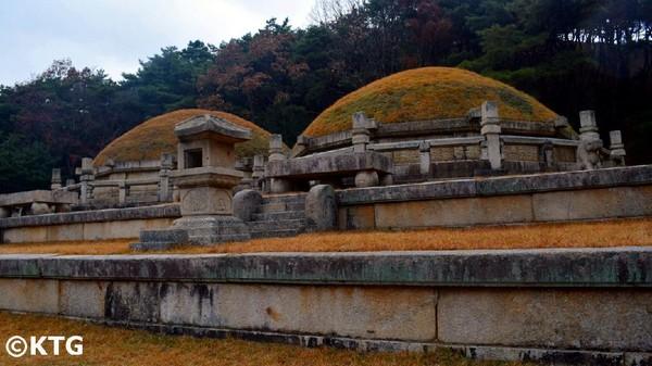 Sejumlah peninggalan yang patut dilihat seperti Nam Gate, Sonjuk Bridge, Makam Raja Kongmin dan tentunya Kota Tua Kaesong (North Korea Travel)
