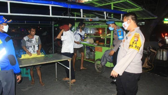 Kapolresta Mataram Kombes Guntur turun ke masyarakat untuk memastikan protokol kesehatan terlaksana