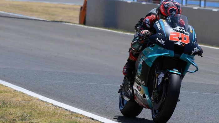 JEREZ DE LA FRONTERA, SPAIN - JULY 25: Fabio Quartararo of France and Petronas Yamaha SRT   heads down a straight during the MotoGP of Andalucia - Qualifying at Circuito de Jerez on July 25, 2020 in Jerez de la Frontera, Spain. (Photo by Mirco Lazzari gp/Getty Images)