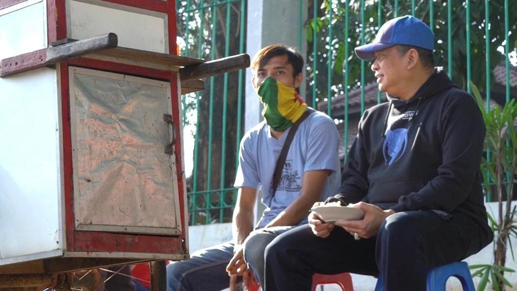 Tukang Ketupat Sayur Curhat ke Bamsoet Pekerjaan Tak Sesuai Pendidikan
