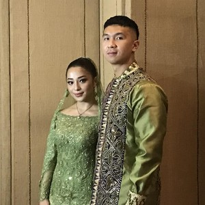 Gaya Nikita Willy Resmi Dilamar Bos Blue Bird Indra Priawan
