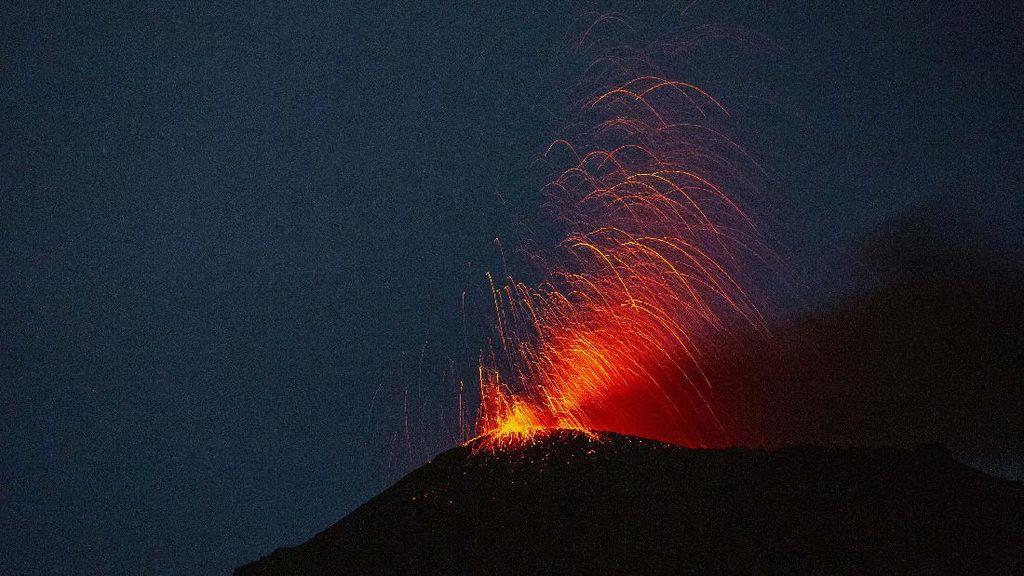 Muncul Badai Listrik saat Gunung Pacaya Erupsi