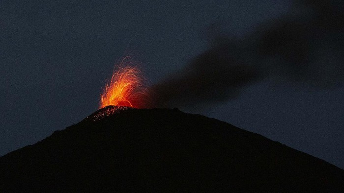 Pacaya volcano spews lava, viewed from San Vicente Pacaya, Guatemala, Saturday, July 25, 2020. According to a bulletin published by the Guatemalan Vulcanology Institute, INSIVUMEH, the volcano has slightly increased its activity in recent days without reporting any damage. (AP Photo/Moises Castillo)