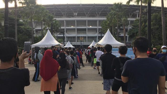 Antrean masuk ring road Stadion Utama GBK, Senayan, Jakarta Pusat, Minggu (26/7/2020) pagi.