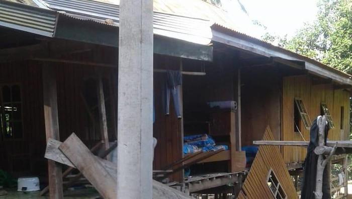 Rumah pelaku pembunuhan kakak-adik dirusak