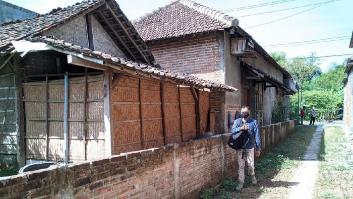 rumah tertutup tembok