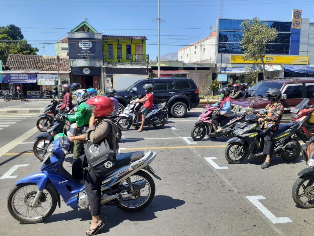 Titik start balap motor MotoGP, di lampu lalu lintas, Jalan Jenderal Sudirman, Bantul.