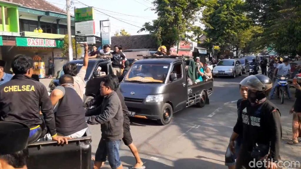 Massa Ambil Paksa Jenazah Probable Covid-19 di Pasuruan