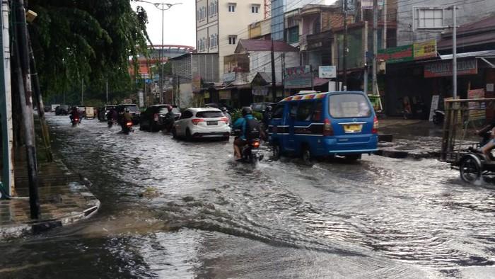 Banjir di Jalan Dr Mansyur (Datuk Haris Molana-detikcom)