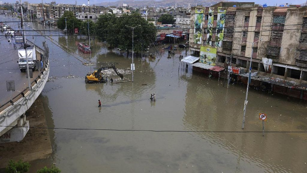 Banjir Rendam Karachi Pakistan