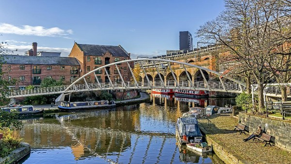 View di kanal Castlefied di jantung Manchester, Inggris. Di sinilah cerminan Manchester tempo dulu. (Getty Images/George-Standen)