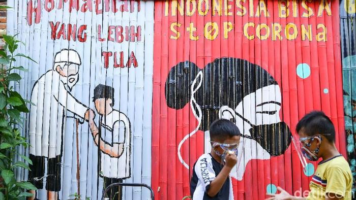 Kasus virus Corona (COVID-19) di Indonesia telah menembus angka 100 ribu orang lebih. Total kasus positif virus Corona di Indonesia hari ini menembus 100.303.