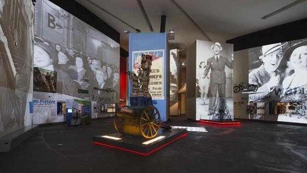 Selanjutnya ada Imperial War Museum North yang menampilkan sejarah perang yang dikemas dengan cara menarik. (IWM North)