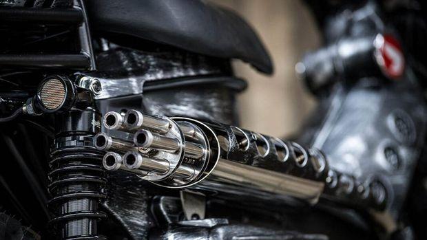 Honda CT125 makin sangar dengan knalpot ala senjata militer