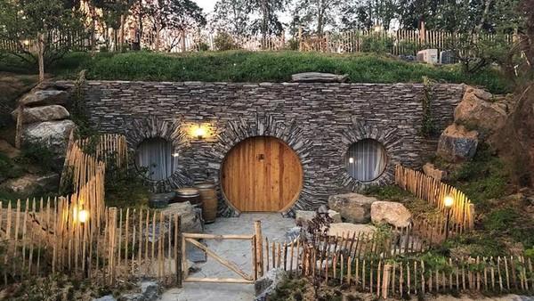 Desain penginapannya juga unik, seperti tempat dengan pemandangan beruang ini (Pairi Diza Resort)