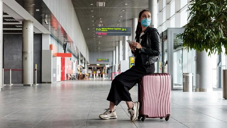 Ilustrasi wanita di bandara