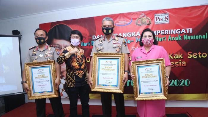 Kapolda Kalteng Irjen Dedi Prasetyo dan Kapolda Sumut Irjen Martuani Sormin dapat Kak Seto Award