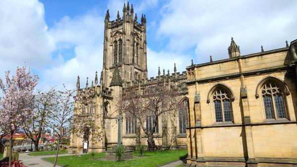 katedral Manchester juga menjadi salah satu spot wisata di Manchester. Bangunannya kuno dengan arsitektur gotik. (Getty Images/iStockphoto/tupungato)