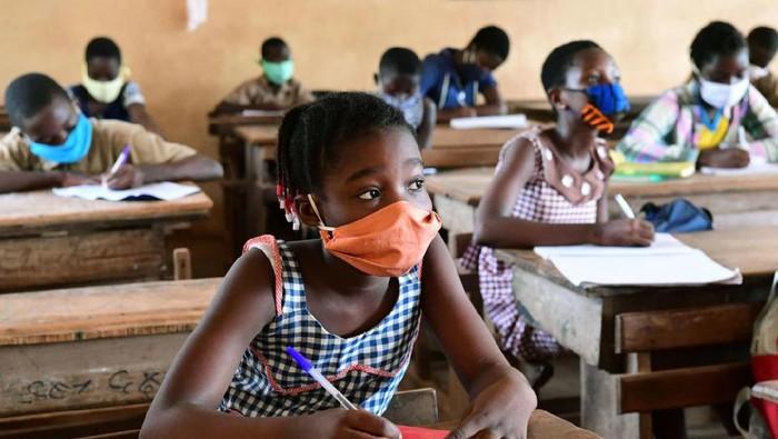 Beberapa negara di dunia telah membuka kembali pintu sekolah di tengah Pandemi dan dalam masa new normal. Apa yang siswa rasakan?