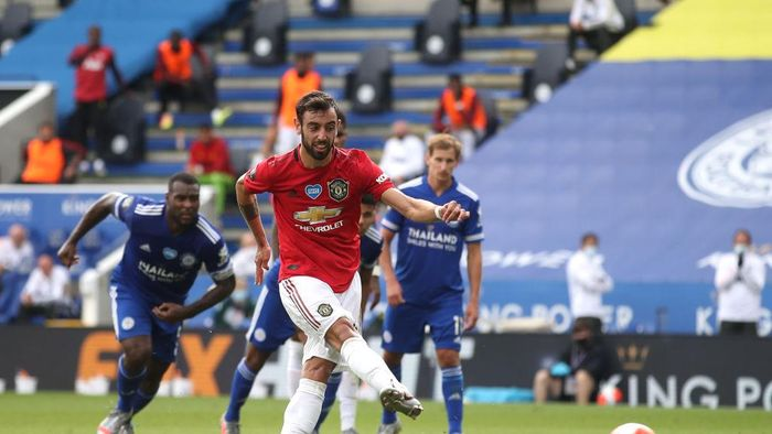 LEICESTER, ENGLAND - JULY 26: Jesse Lingard of Manchester United celebrates scoring his sides second goal during the Premier League match between Leicester City and Manchester United at The King Power Stadium on July 26, 2020 in Leicester, England.Football Stadiums around Europe remain empty due to the Coronavirus Pandemic as Government social distancing laws prohibit fans inside venues resulting in all fixtures being played behind closed doors. (Photo by Oli Scarff/Pool via Getty Images)