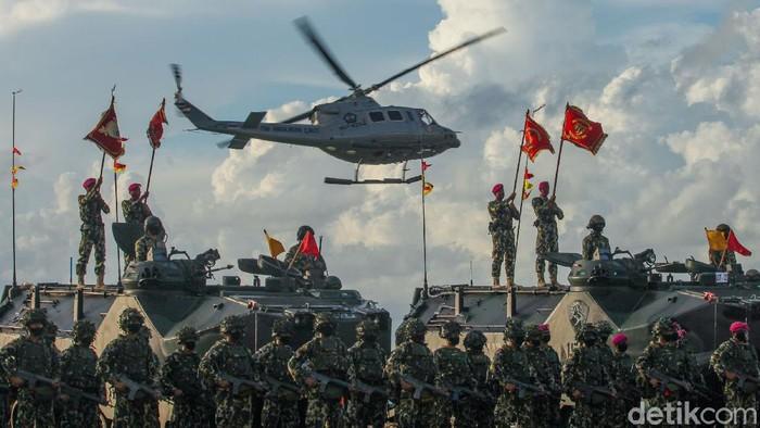Ribuan prajurit TNI AL gelar latihan perang di Pulau Dabo Singkep, Kepulauan Riau, Jumat (24/7) lalu. Yuk lihat kesigapan Sat Kopaska TNI AL mengamankan wilayah Indonesia.