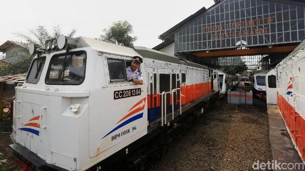 Kini PT KAI mengoperasikan kereta api jarak jauh dengan menerapkan protokol kesehatan untuk mencegah penyebaran COVID-19.