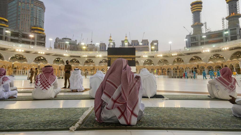 Raja Salman Izinkan Tarawih di Masjidil Haram-Masjid Nabawi Selama Ramadan