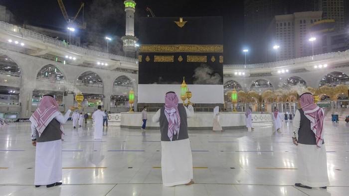 Beginilah potret Kakbah dan Masjidil Haram sambut jamaah haji yang kembali dibuka saat pandemi COVID-19. Ini potretnya.