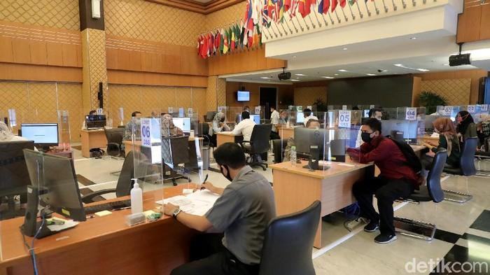 Pandemi COVID-19 memiliki dampak yang negatif terhadap realisasi investasi di Indonesia.