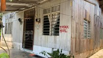 Potret Rumah Kayu yang Luarnya Terlihat Biasa Saja, Pas Masuk Bikin Takjub