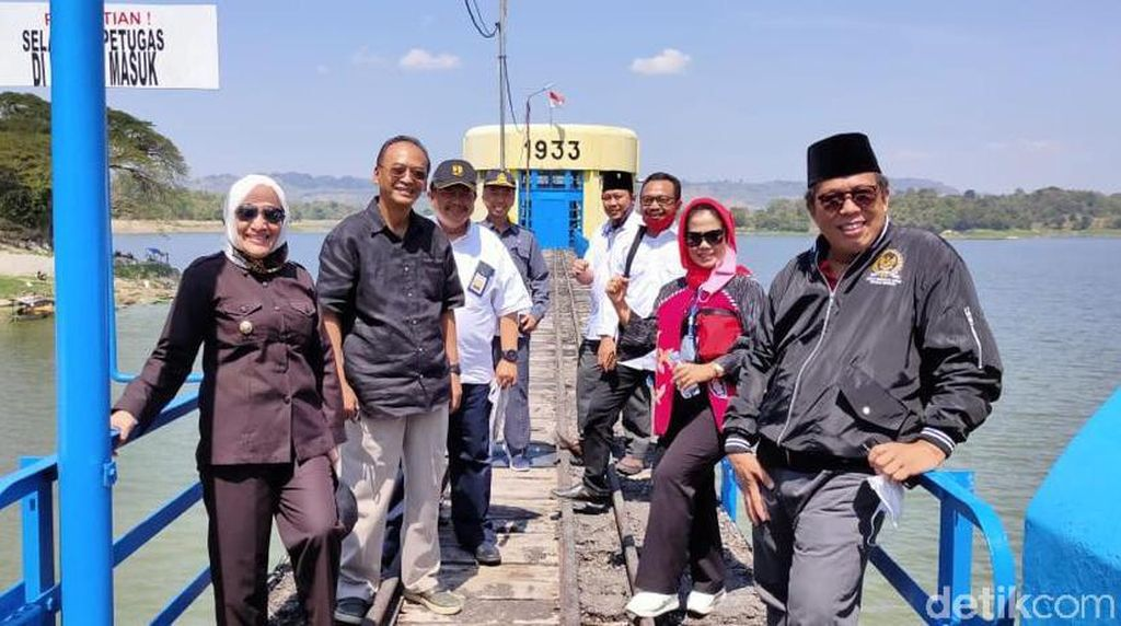 Bupati Anna Tinjau Waduk Pacal dan Gongseng Cek Stok Air Pertanian