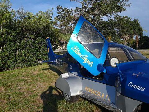 Chevrolet Trackers tahun 1999 pakai buntut pesawat Cirrus R22 tahun 2003