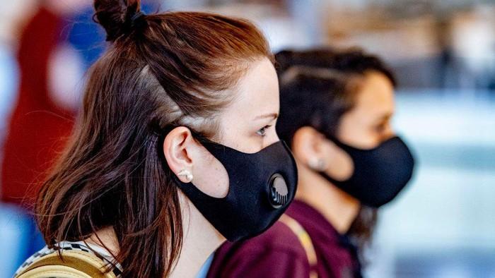 Covid 19: Maskne, masalah baru mengintai di balik pemakaian masker wajah