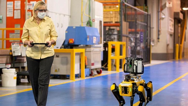 Ford meminjam robot anjing pintar untuk memindai gambar 3D pabriknya.
